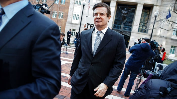 Judge orders Paul Manafort to await trial in jail